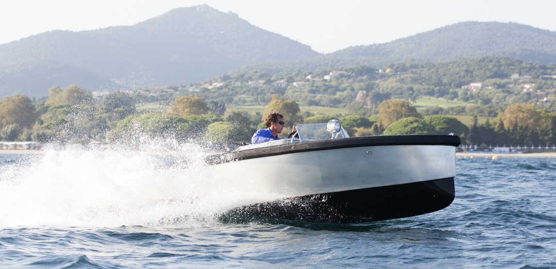 Bolt 18 fast electric boat in st tropez