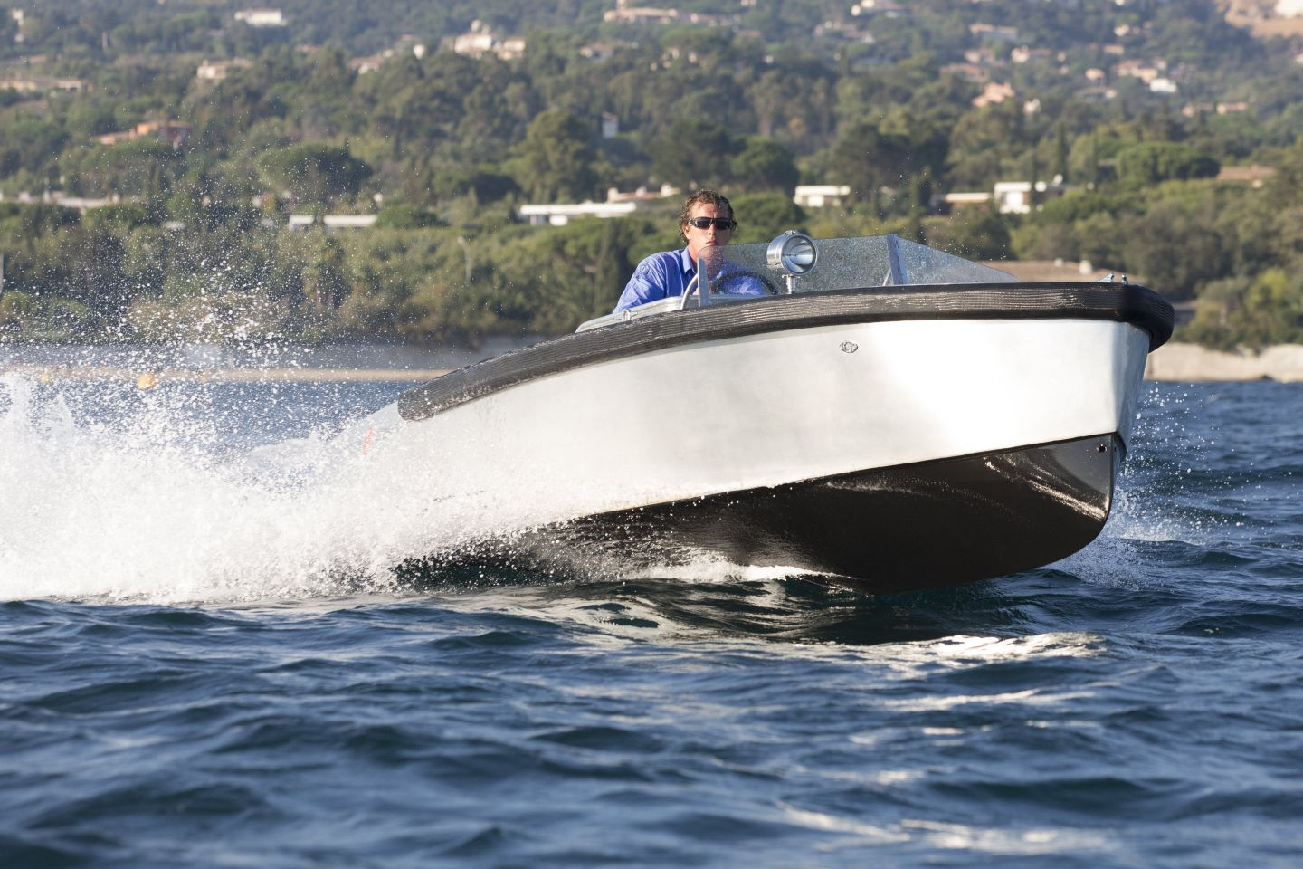Fast Electric Boat Bolt 18